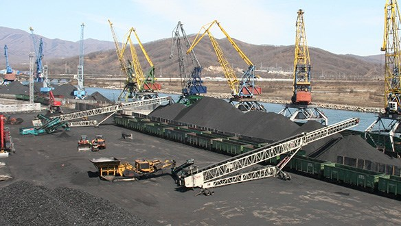 Telescopic conveyor stockpiling in coal yard